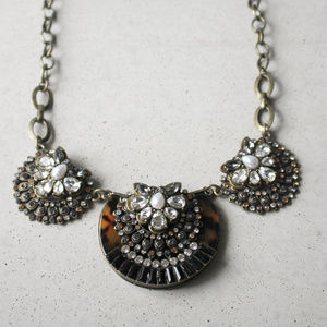 NWOT Tortoise circle statement crystal necklace